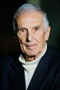 Il Professor Silvio Garattini premiato per la ricerca e la creazione di un importante organizzazione etica.